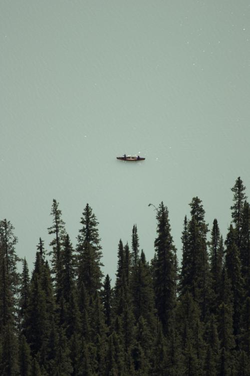 betweenwoodsandwater_canoe